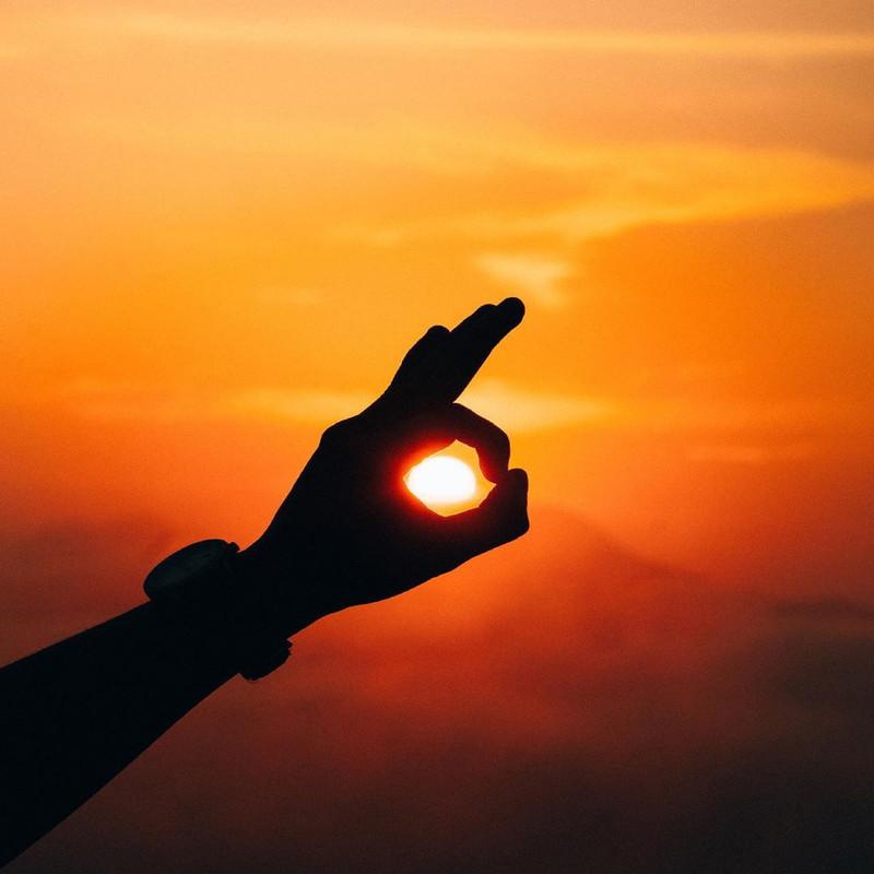 日は東から昇る