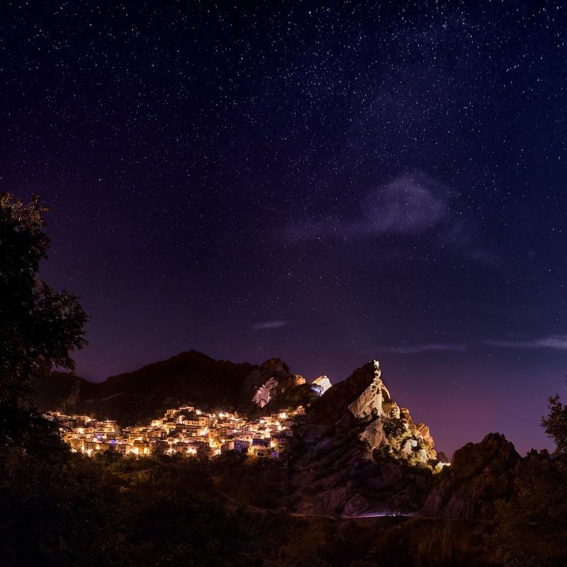 星空の美しい清らかな夜に